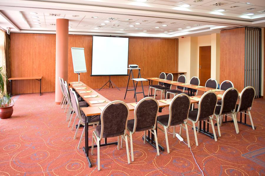 telefonszám ingyenes meeting)